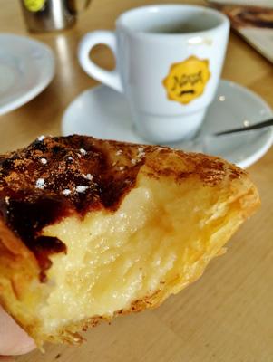 Pastel de nata com café