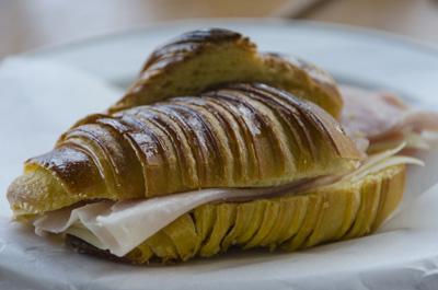 confeitaria-tavi-croissant-misto